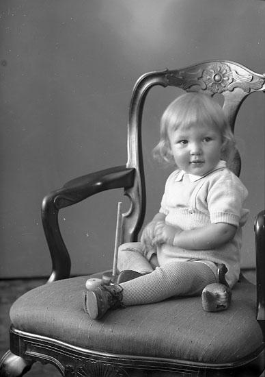 """Enligt fotografens journal nr 8 1951-1957: """"Johansson, Lars Göran Anvik Spekeröd""""."""