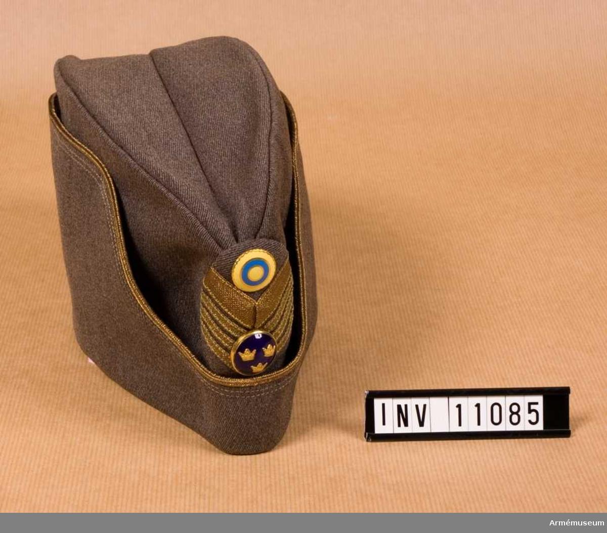 Permissionsmössa m/1939 för överste vid artilleriet. Grupp C I.INV  år 1971.