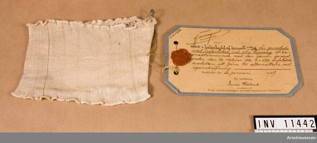 Halsskydd m/1906, manskap.Grupp C 1.Halsskydd m/1906 av bomull för manskap av alla truppslag. Förmodad gåva.