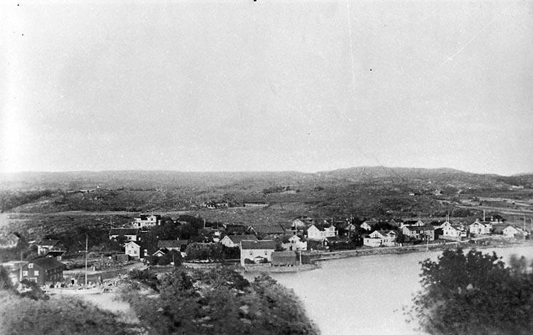 """Fotografens notering: """"Stenungsund före 1904""""."""