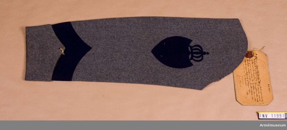 Grupp C I. Ärm till kappa dock med undantag beträffande kappklädets färg för manskap med vederlikar vid alla truppslag.