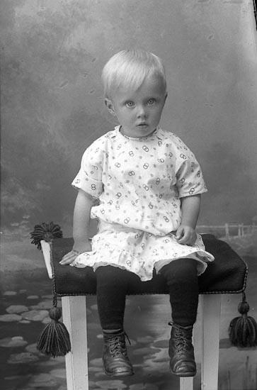 """Enligt fotografens journal Lyckorna 1909-1918: """"Samuelsson, Ida Restenäs, Ljungskile""""."""