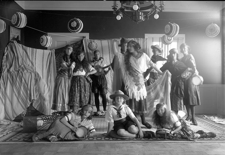 """Enligt fotografens journal nr 4 1918-1922: """"Kindal, Konsul Vasag. 21 Gbg""""."""