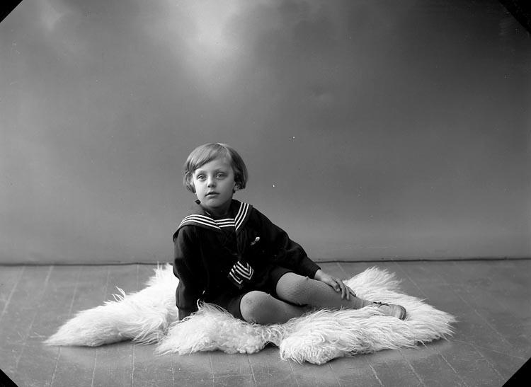 "Enligt fotografens journal nr 5 1923-1929: ""Thorssell, Leif Kolonig. 27 Gbg""."