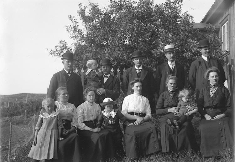 "Fotografens journal nr 2 1909-1915: ""Carlsson, Skeppare Timmervik Jörlanda""."