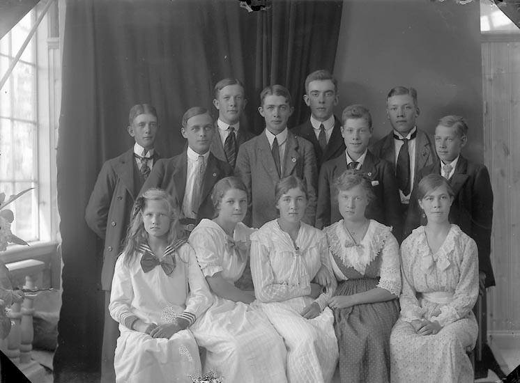 """Enligt fotografens journal nr 3 1916-1917: """"Johansson, Edvin Känstorp Spekeröd""""."""