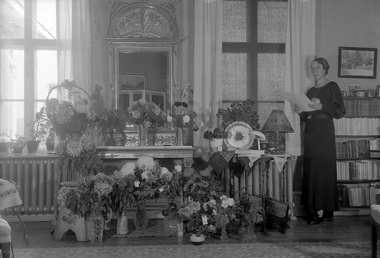 """Enligt fotografens journal nr 6 1930-1943: """"Amundsson, Fr. Ruth Jordhammar Ödsmål. 50 år""""."""