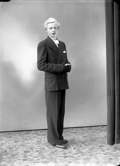 """Enligt fotografens journal nr 7 1944-1950: """"Olsson, Gunnar Blixeröd Här""""."""