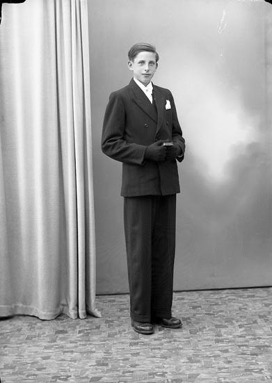 "Enligt fotografens journal nr 7 1944-1950: ""Svensson, Bengt Gröteröd Stenungsund""."