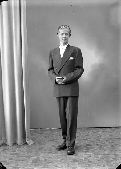"Enligt fotografens journal nr 7 1944-1950: ""Östensson, Agne Solhälla, Ödsmål""."