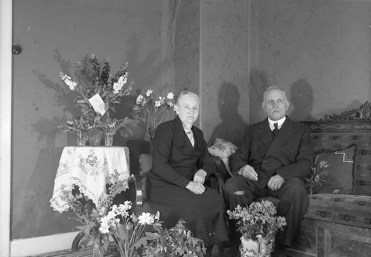 "Enligt fotografens journal nr 7 1944-1950: ""Olsson, Herr Albin Kode""."
