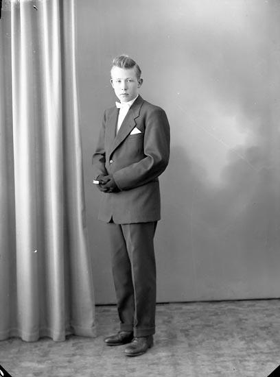 "Enligt fotografens journal nr 8 1951-1957: ""Berntsson, Lars Åh Ödsmål""."