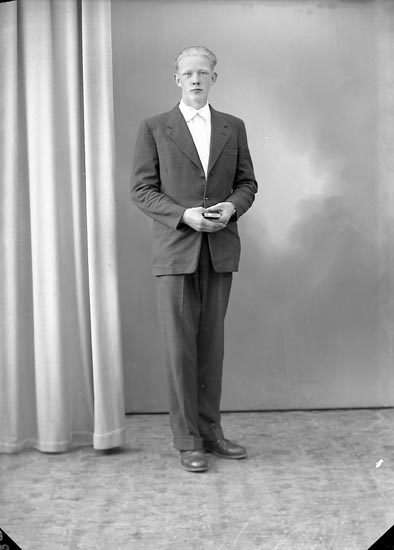 """Enligt fotografens journal nr 8 1951-1957: """"Rodin, Alf Backen, Spekeröd""""."""