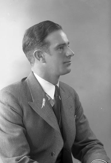 """Enligt fotografens journal nr 6 1930-1943: """"Ekenberg, Folke Nösnäs""""."""
