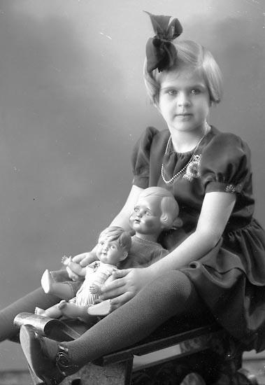 "Enligt fotografens journal nr 6 1930-1943: ""Larsson, Gunnel Kyrkenorum""."