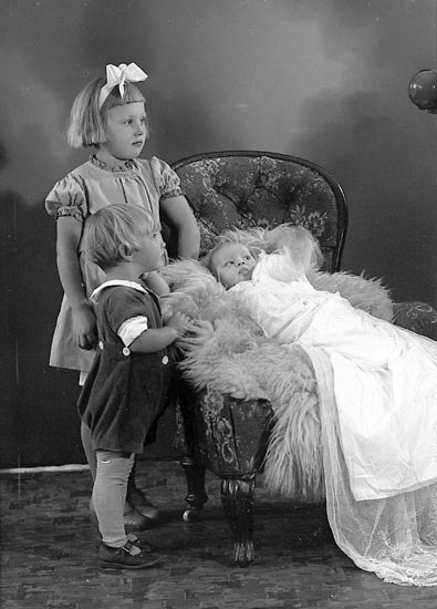 "Enligt fotografens journal nr 6 1930-1943: ""Olsson, Fru Sigrid Bråland Jörlanda""."