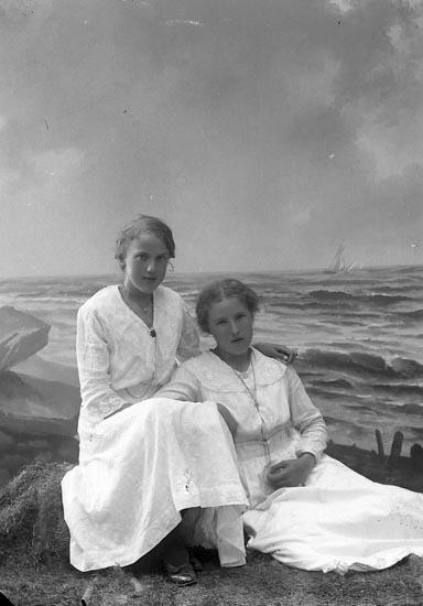 """Enligt fotografens journal nr 4 1918-1922: """"Eliasson, Ellen Wittened N. Björke""""."""