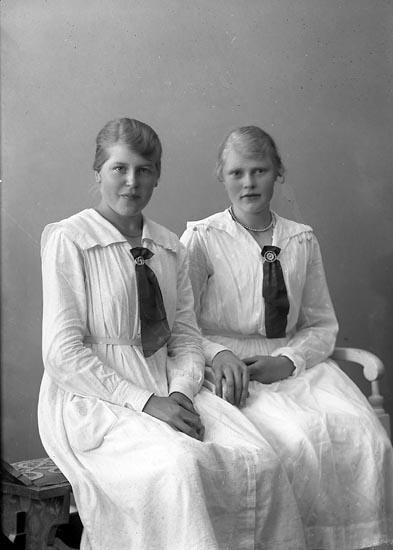 """Enligt fotografens journal nr 4 1918-1922: """"Karlsson, Hedvig Grindstorp Spekeröd""""."""