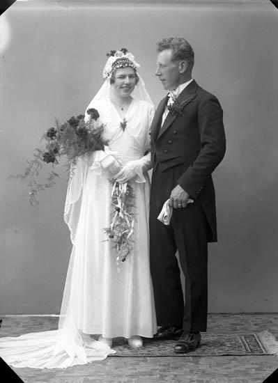 """Enligt fotografens journal nr 6 1930-1943: """"Ögren, Knut, Raknebo, Ängebacken""""."""
