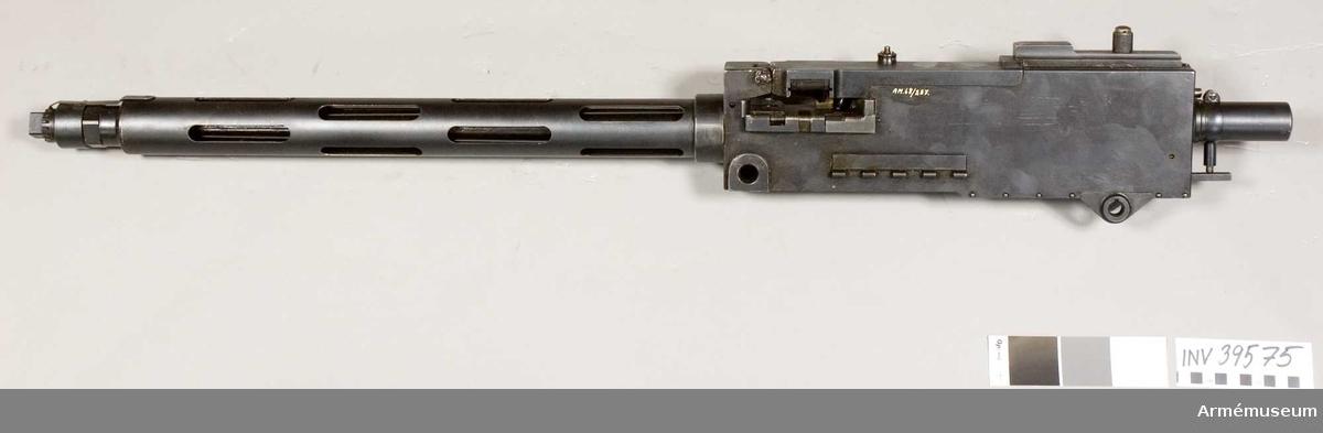 Grupp E IV.  System Colt. Ursprungligen amerikansk modell 1919. Tillverkad i Hartford, USA. Tillverkningsnr 100339 (svensk modell).