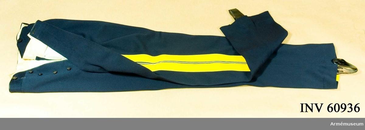 Grupp C I. Ur uniform för generalmajor vid Generalitetet, bestående av vapenrock, axelklaffar, långbyxor, hatt, plym, skärp,  sabelkoppel och två ägiljetter.
