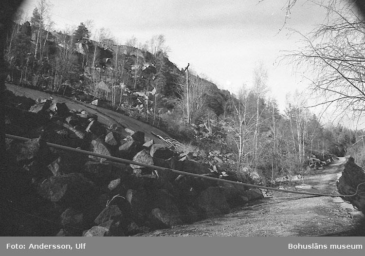 """Bohusläns samhälls- och näringsliv. 2. STENINDUSTRIN. Film: 8  Text som medföljde bilden: """"Detaljbilder: Käringhultet. April -77."""""""