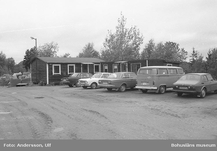 """Bohusläns samhälls- och näringsliv. 2. STENINDUSTRIN. Film: 64  Text som medföljde bilden: """"Förberedelse för filmning i Evja-brottet""""."""