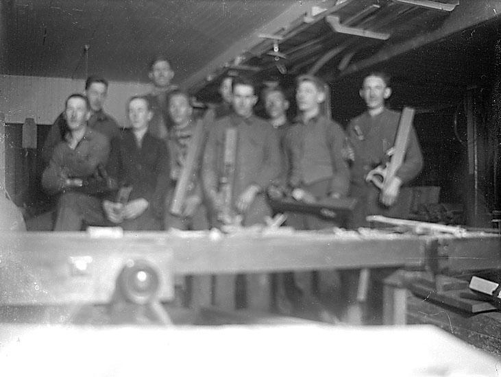 """Enligt senare noteringar: """"Snickerifabriken, som tidigare hade varit en biograf.  Låg mittemot Sohlbergs kontor."""" (BJ)"""
