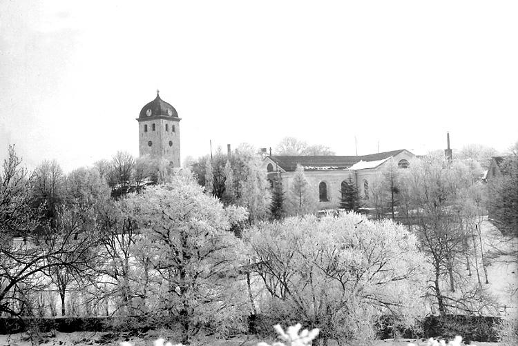 """Enligt tidigare notering: """"Vinterbild, kyrkan och klocktornet från sydväst."""""""