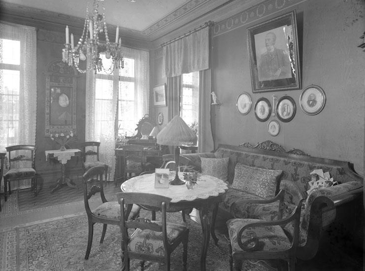 """Uppgift enligt fotografen: """"Uddevalla. Interiör fr. Jane Sannes hem."""""""