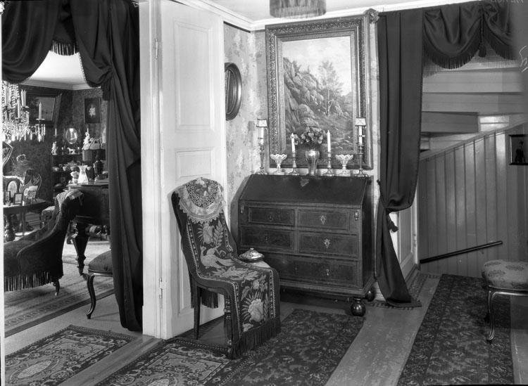 """Uppgift enligt fotografen: """"Uddevalla. Interiör. Margretelund. Änkefru Ada Mattssons hem."""""""