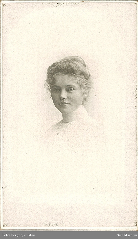 portrett, kvinne, vignettert brystbilde