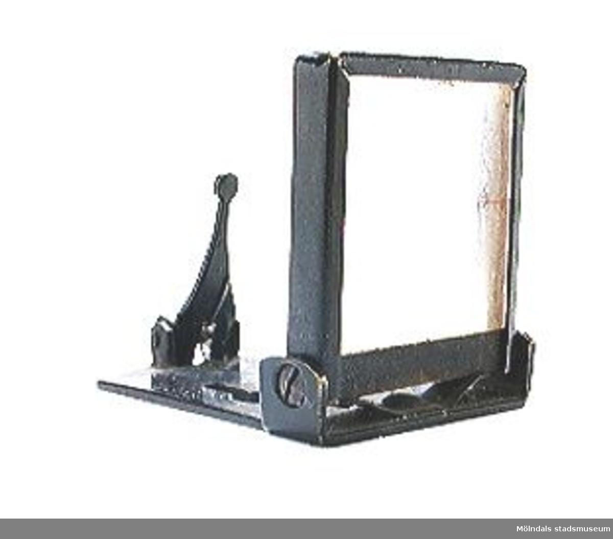 En uppfällbar kamerasökare, sättes fram på en bälgkamera, löstagbar.