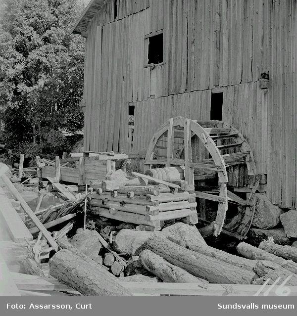 Vattenhjul, som stannat för alltid i Getterån.