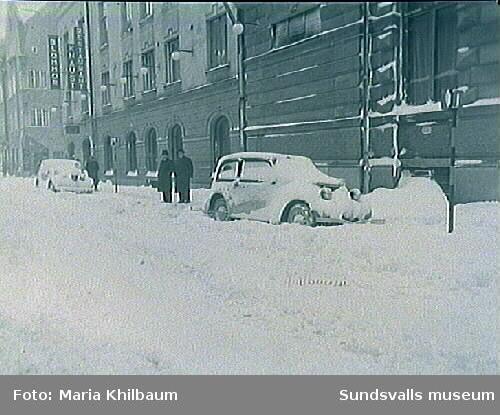 Snövinter utanför Hotell Knaust, annexet mot Kyrkogatan 14, 1938.