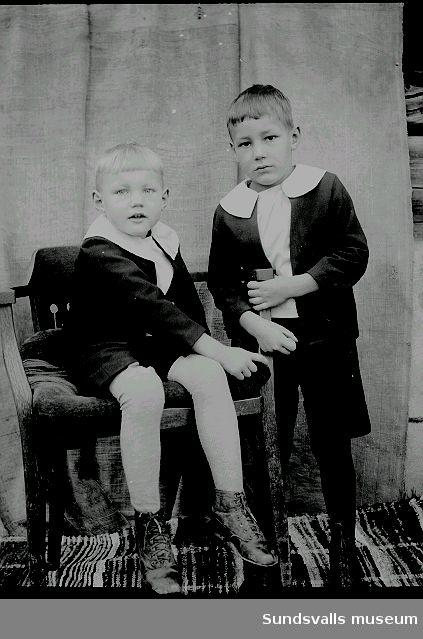 Porträtt. två gossar.
