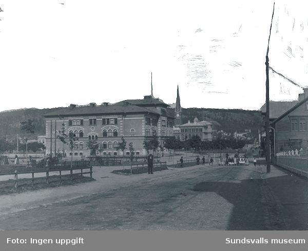 Vy från söder mot Gustav Adolfskolan och Skolhusallén.