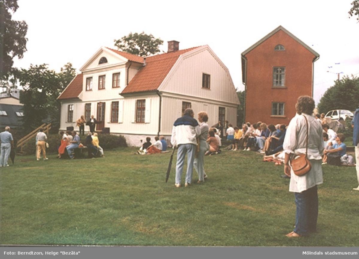 Musikuppträdanden utanför hembygdsgården i augusti 1984.
