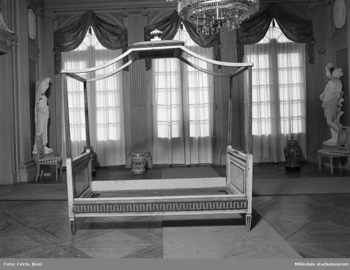 En 1700-tals säng i Gunnebo slott, 1992. Dokumentation av en nyförvärvad säng ritad av Carl Wilhelm Carlberg.