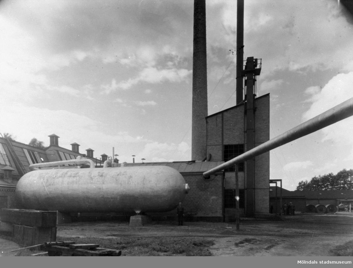 """Ångtanken """"Zeppelinaren"""" för ångackumulation vid Krokslätts fabrik. Uppsamlingstank för framställd ånga."""