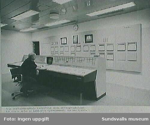 Driftövervakning, kraftvärmeverkets kontrollrum. Ur fotoalbum från Sundsvalls Energi.
