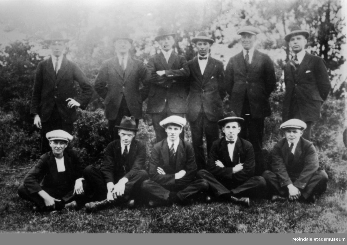 Söndagslediga, uppklädda arbetare vid 1900-talets början.