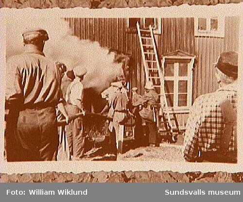 Kyrkstugan i Svartvik brinner.