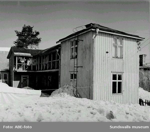 Stg 75, CA Svenssons väg 8, Forsgrens uthus med bostadslägenhet