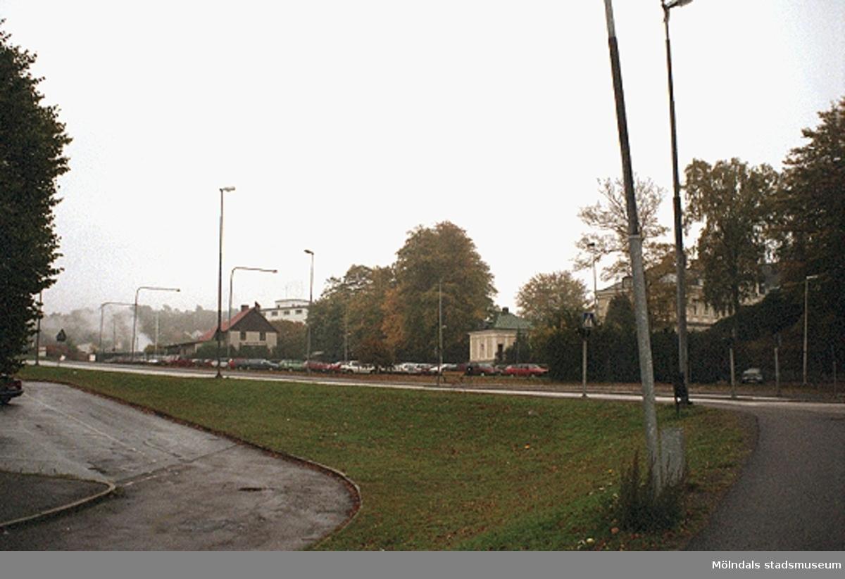 MMF1996:1163-1171 Kvarnbyskolan 9D grupp 2.MMF1996:1173-1187 Kvarnbyskolan 9D grupp 3.  Se även MMF1996:0913-0940.