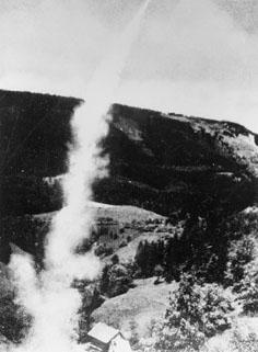 En av den Österrikiske ingenjören Friedrich Schmiedls postraketer går till väders i början av 1930-talet.