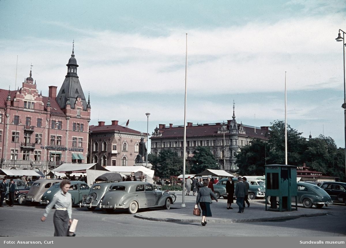 Stora Torget, parkering på Torggatan och Kyrkogatan i förgrunden.