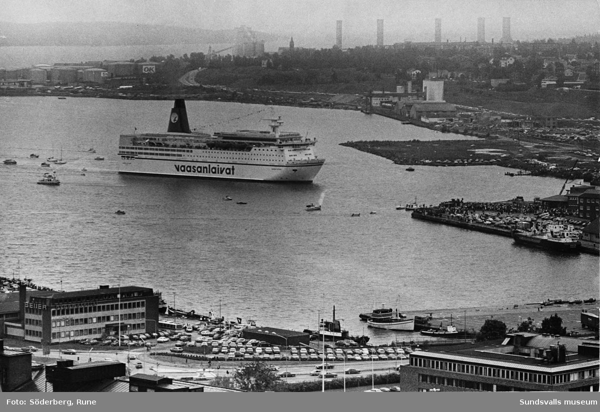 Båtar och fartyg i hamnen, bl.a Flottisten och Finlandsbåtarna.