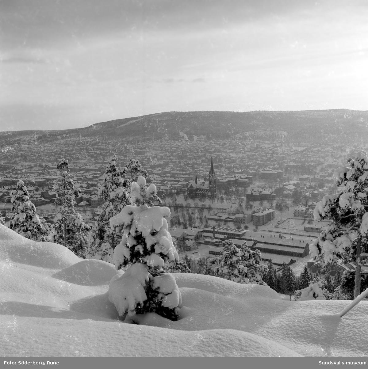 Sundsvall, vy från Norra Berget mot Stenstaden och Södra Berget.