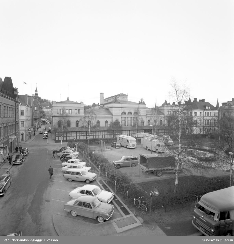 Stadshuset sett från parken Hedern.